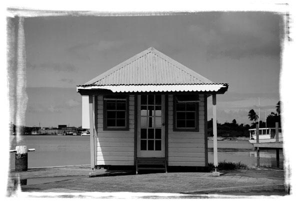 hut-blackandwhite